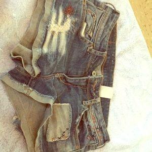 Light dark washed shorts with stitching